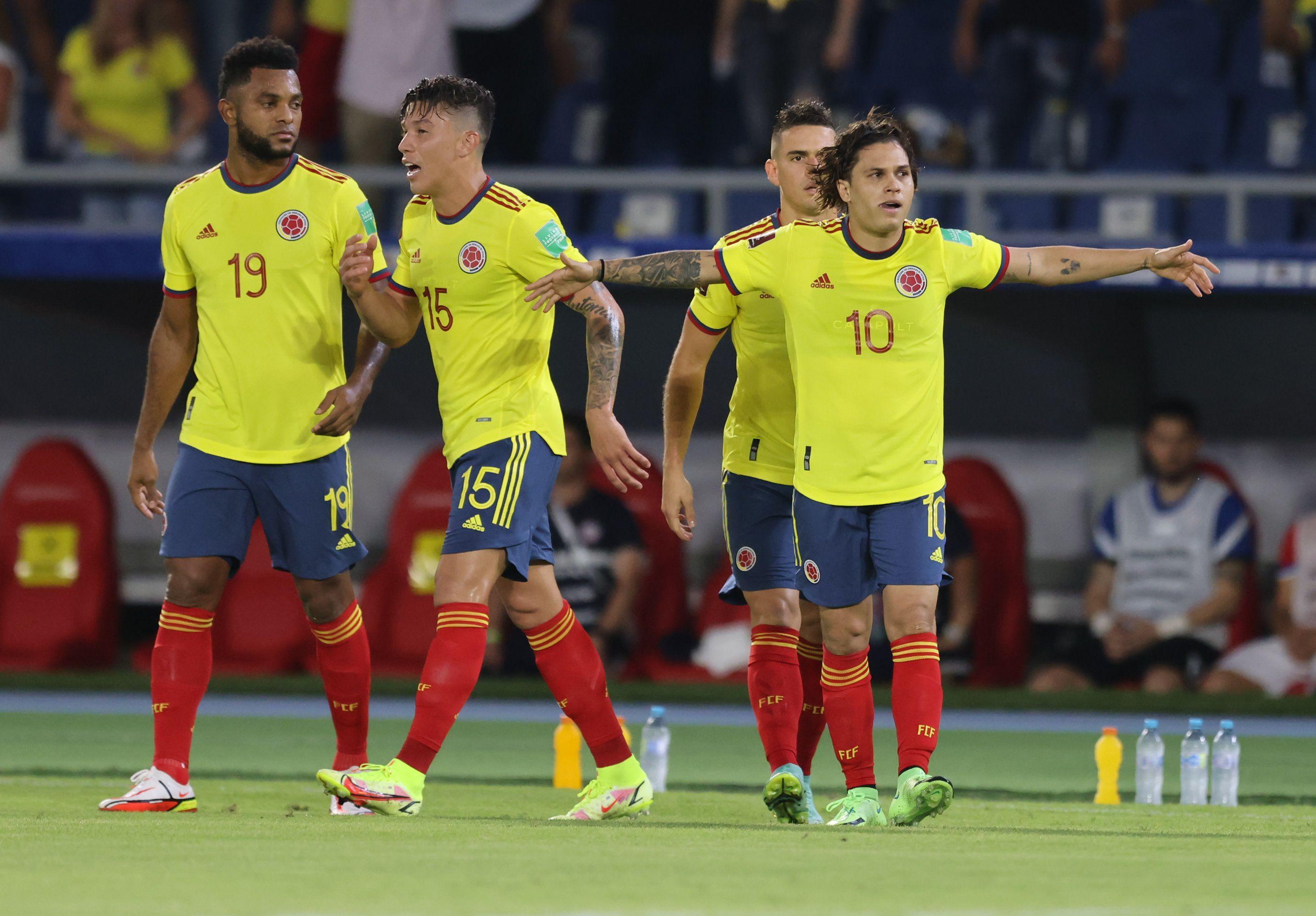 Juan Fernando Quintero (right) in the 3-1 victory against Chile at the Estadio Metropolitano de Barranquilla.  Photo: REUTERS / Luisa Gonzalez