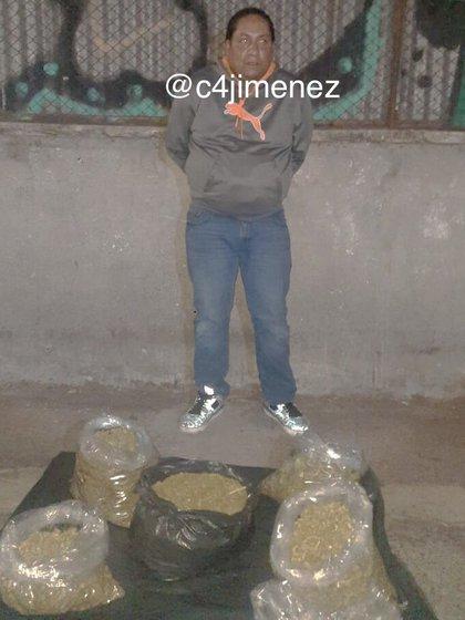 """Capturaron a Andy Tonatiuh """"G"""", de 35 años de edad, con cuatro kilogramos de marihuana el pasado lunes (Foto: Twitter/@c4jimenez)"""