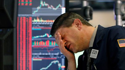 El Dow Jones y el S&P 500 bajaron más de 4% y el Nasdaq de las tecnológicas caía 3,15% (AP/Richard Drew).