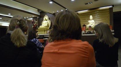 Allí se dictan cursos de meditación, budismo, yoga, tai-chi, terapias orientales, etc.