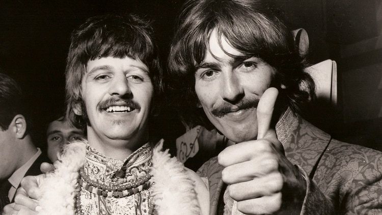 Ringo Starr y George Harrison (The Grosby Group)