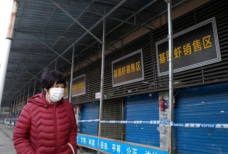 El Mercado Huanan en Wuhan, donde se cree que se originó el brote de coronavirus (AFP)