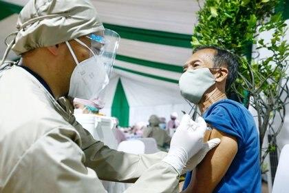 Vacunación en Yakarta (Reuters)