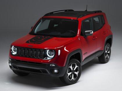 El Jeep Renegade que presentó su versión Plug-in Hybrid, con un sistema de propulsión compuesto por un motor naftero de 1,3 litros de cilindrada, otro eléctrico y una batería de iones de litio