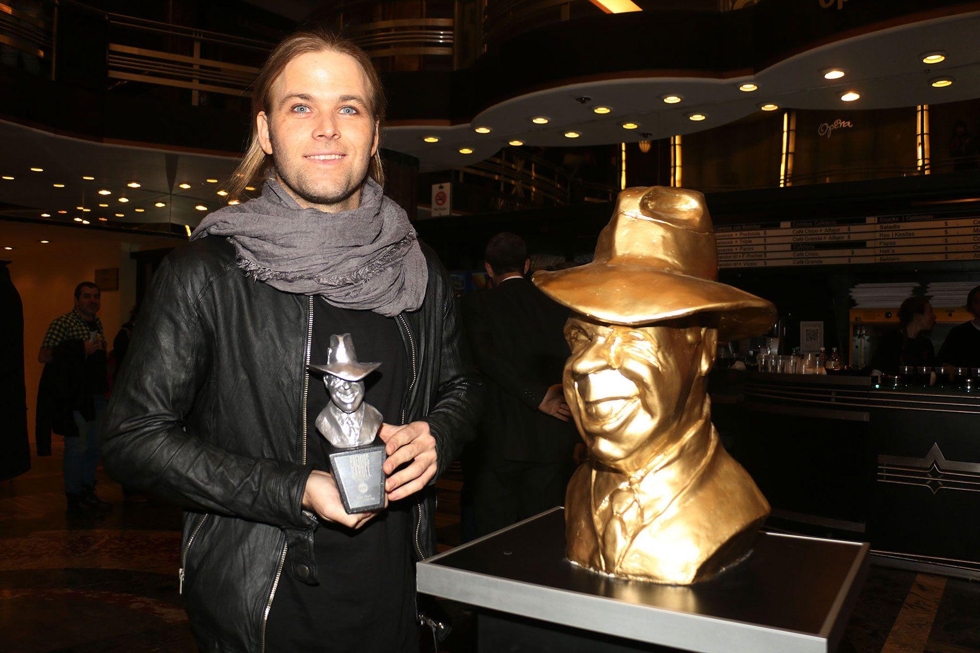 """Benjamín Amadeo cuando ganó el Premio Gardel como mejor álbum nuevo artista pop por """"Vida lejana"""""""