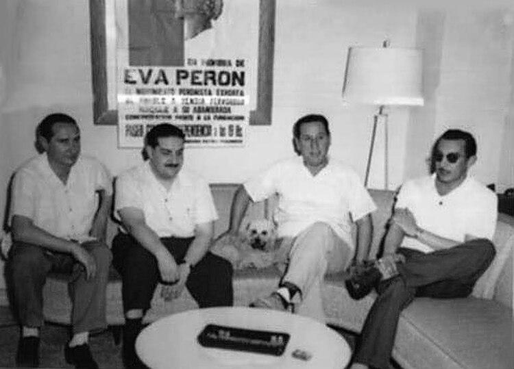 """Vandor, Cooke, Perón y Framini. El líder justicialista había dicho en una carta a José Aonso : """"El enemigo principal es Vandor y su trenza… hay que darles con todo y a la cabeza, sin tregua ni cuartel. En política, no se puede herir, hay que matar""""."""