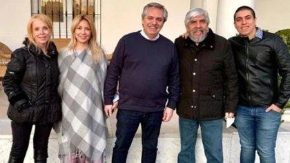Liliana Zulet, Fabiola Yañez, Alberto Fernández, Hugo Moyano y Jerónimo Moyano, en la Quinta de Olivos