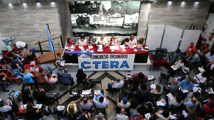 Los secretarios generales de CTERA decidieron paro nacional por 72 horas