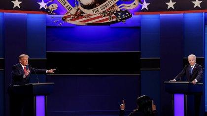 U.S. President Donald Trump and Democratic presidential nominee Joe Biden participate in their final 2020 U.S. presidential campaign debate at Belmont University in Nashville, Tennessee, U.S., October 22, 2020. REUTERS/Mike Segar