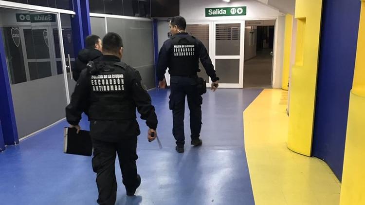 El Departamento Escuadrón Antibombas de la Policía de la Ciudad trabajó en el edificio