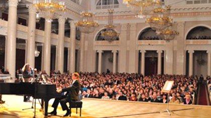 Cantando ante 1200 espectadores en el legendario Teatro Filarmónico Shostakovich, de San Petersburgo, Rusia