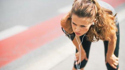 Las caries y otros problemas bucales producen un proceso inflamatorio a nivel general y puede predisponer a las lesiones musculares (Shutterstock)