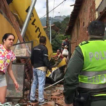 Las autoridades asistiendo el siniestro. Foto: Guardianes Antioquia.
