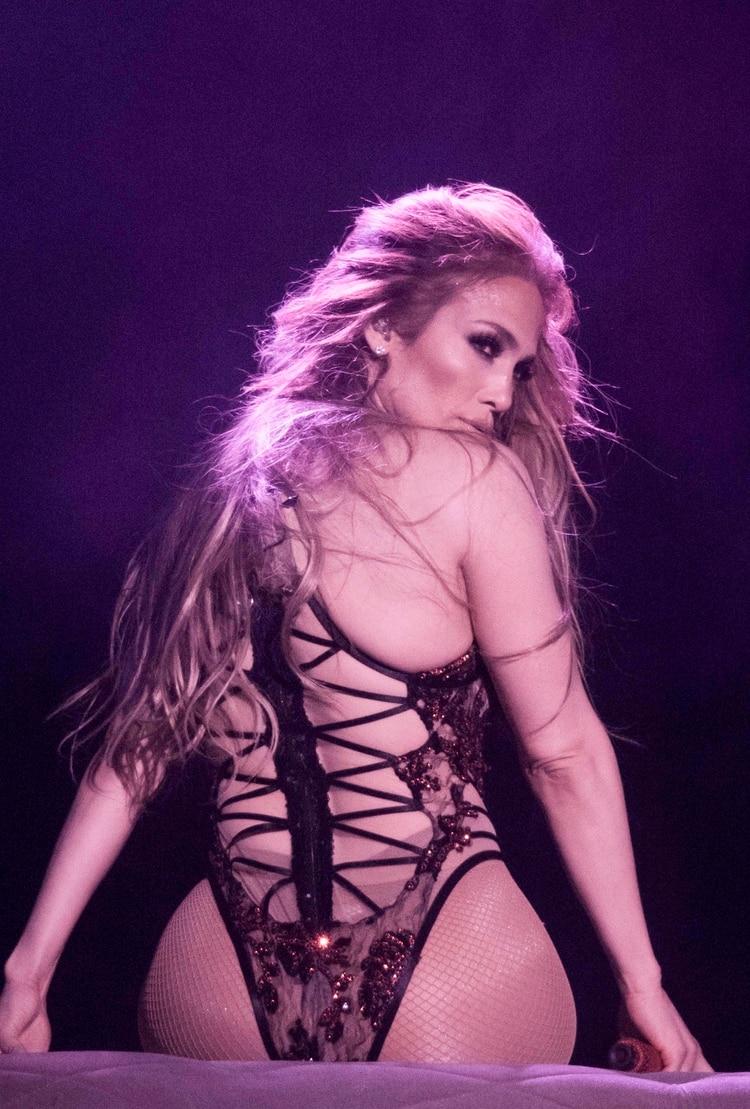 """Jennifer Lopez durante un baile de """"striptease"""" en su show """"All I have"""" de Las Vegas (Splash News/The Grosby Group)"""