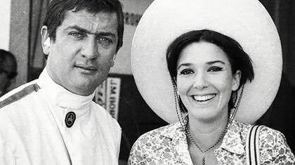 Juan Manuel Bordeu y Graciela Borges en los boxes del Autódromo de Buenos Aires (IG: borgesgra13).