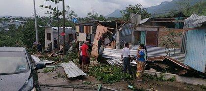 El fenómeno arrancó techos de lámina, afectó a árboles de la zona y causó problemas viales Foto: Fb Ayuntamiento Tuxtla Gutiérrez
