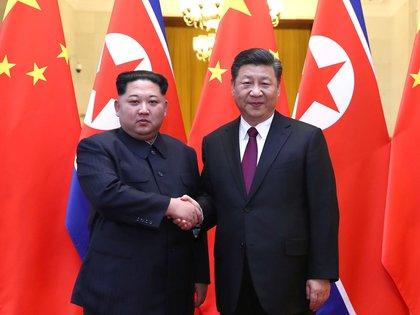 Kim Jong-un fue recibido esta semana por el presidente chino, Xi Jinping (Ju Peng/Xinhua via REUTERS)