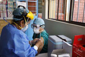De qué se trata el cambio de estrategia en la segunda dosis de la vacuna Sinopharm contra el COVID-19