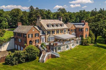 La propiedad, asentada en una comunidad llamada Long Meadow, fue construida en la década de 1930 y se encuentra a sólo 40 kilómetros de Manhattan (Foto: Zillow)