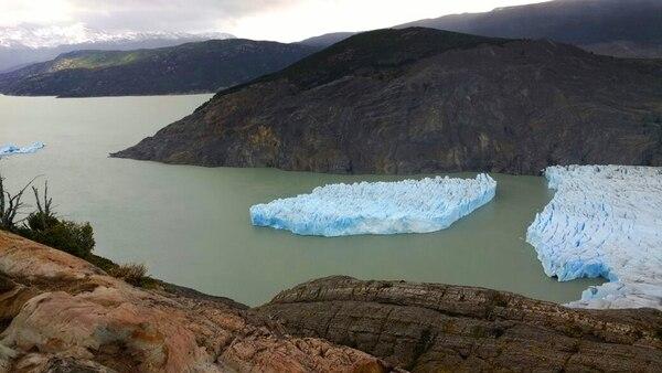El desprendimiento del glaciar Grey en Chile podría desintegrarse en más pedazos (AFP – CONAF)