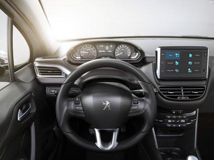 El i-cockpit, el concepto de Peugeot para diseñar una posición de manejo ideal, presente en el 2008.