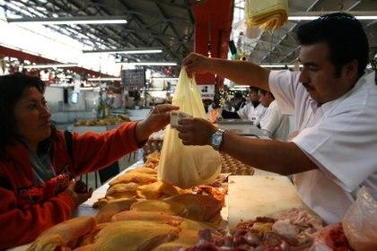 El pollo se ha convertido en uno de los alimentos más costosos de la canasta básica