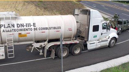 Cuando hubo desabasto de gasolinas, el presidente acondicionó un Plan DN-III que se quedó de forma permanente en el marco de combate al huachicol (Foto: Sedena)