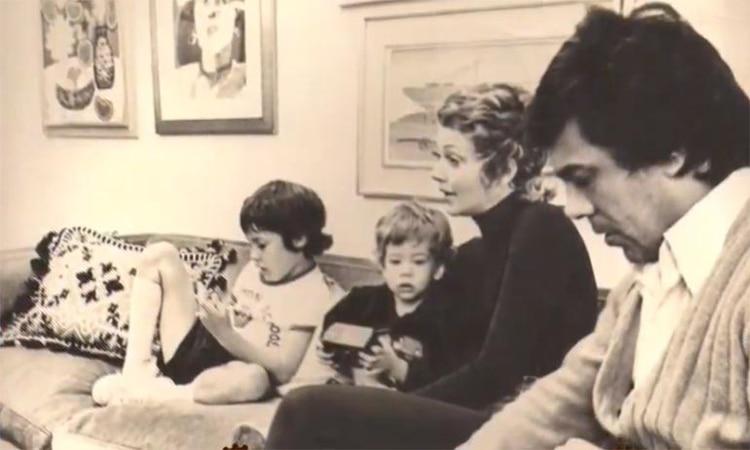 Otro recuerdo de la niñez de Leo Satragno junto a sus padres, Pinky, Raúl Lavie, y su hermano Gastón