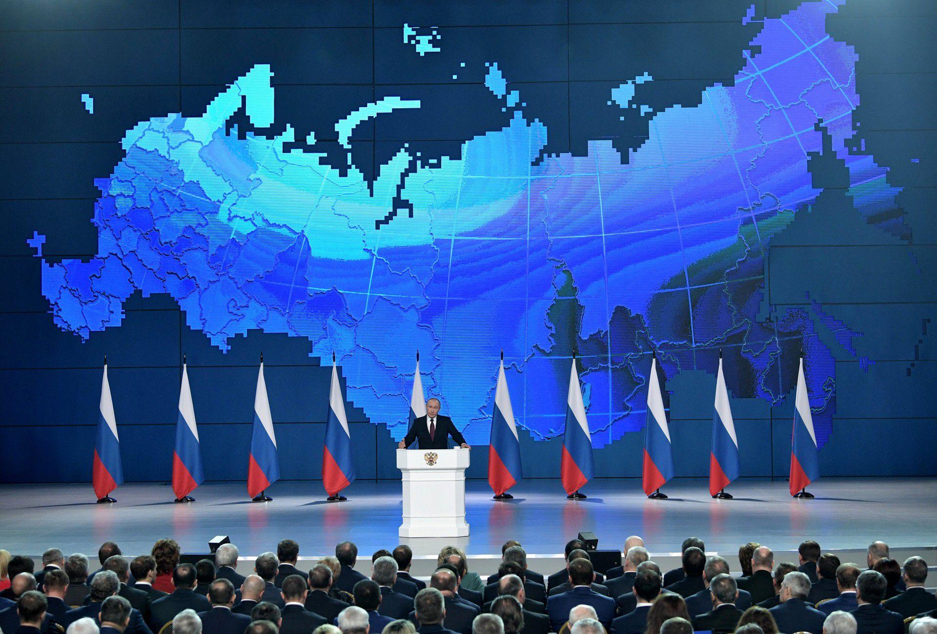 El presidente ruso, Vladimir Putin, se dirige a la Asamblea Federal, incluidos los parlamentarios de la Duma Estatal, miembros del Consejo de la Federación, gobernadores regionales y otros altos funcionarios, en Moscú, Rusia, el 20 de febrero de 2019. Sputnik / Alexei Nikolsky / Kremlin