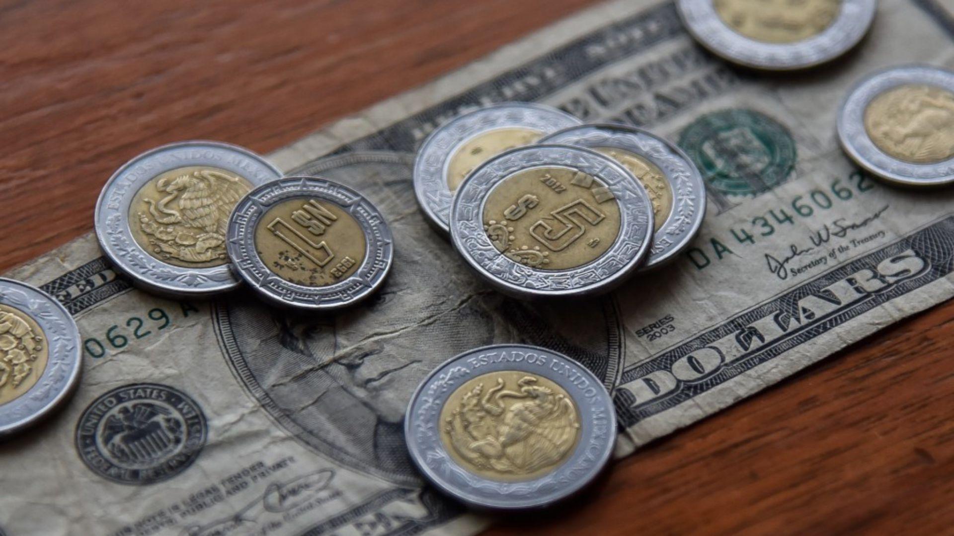 La moneda mexicana estaría perdiendo terreno ante el dólar durante los siguientes días (Foto: Cuartoscuro)