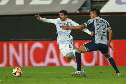 Cruz Azul pudo aumentar su ventaja en el marcador, pero el árbitro anuló el penal (Foto: David Martínez Pelcastre/ EFE)