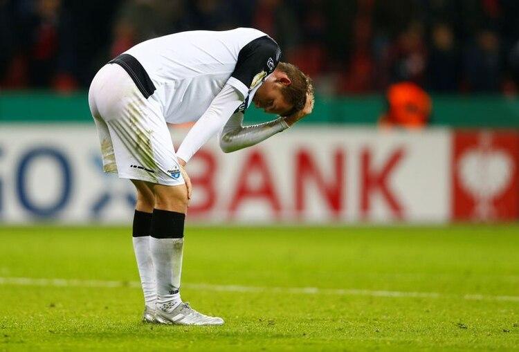 Fue el primer caso en la Bundesliga. Es el nieto del ex futbolista alemán Amand Theis. Se unió a la academia juvenil de Borussia Dortmund a los 11 años desde su club local Hombruch. Foto: REUTERS/Thilo Schmuelgen