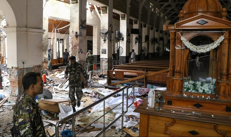 El interior del Santuario de San Antonio tras el ataque (ISHARA S. KODIKARA / AFP)