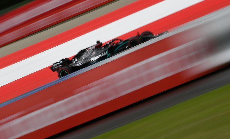 Foto del viernes del Mercedes de Lewis Hamilton durante las prácticas para el Gran Premio de Austria de la F1.  Jul 3, 2020   Joe Klamar/Pool via REUTERS