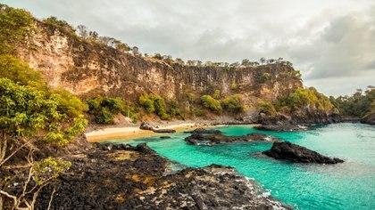 Algunas playas son de difícil acceso pero al llegar, se encuentran con un paraíso (@argentinayelmundo)
