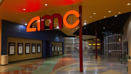 An AMC Entertainment Holdings Inc. movie theater stands temporarily closed in Tucson, Arizona on June 30. Photographer: Cheney Orr/Bloomberg
