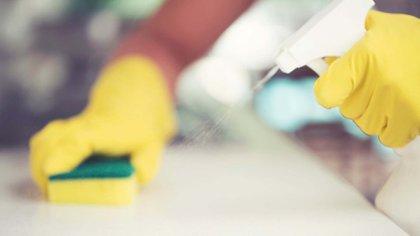 Muchas personas creyeron que algunos productos de limpieza se podían beber para evitar el COVID-19
