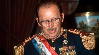 Alfredo Stroessner fue dictador de Paraguay desde el 15 de agosto de 1954 hasta que una insurrección militar lo derrocó el 3 de febrero de 1989