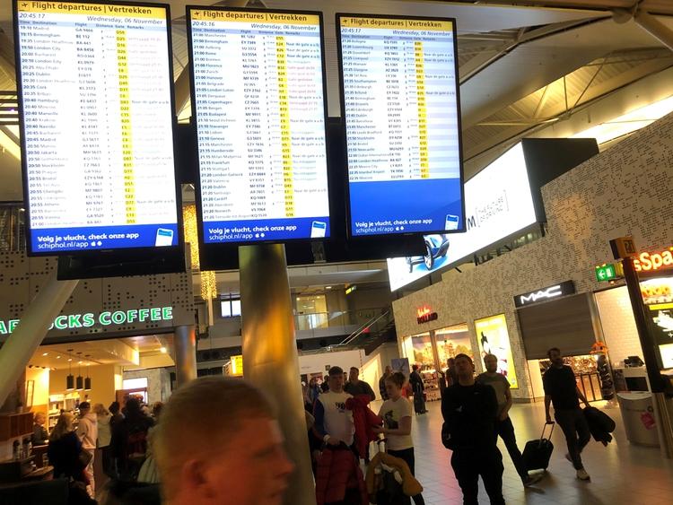 El aeropuerto de Schiphol, en Ámsterdam, es uno de los más concurridos de Europa (REUTERS/Amir Cohen)