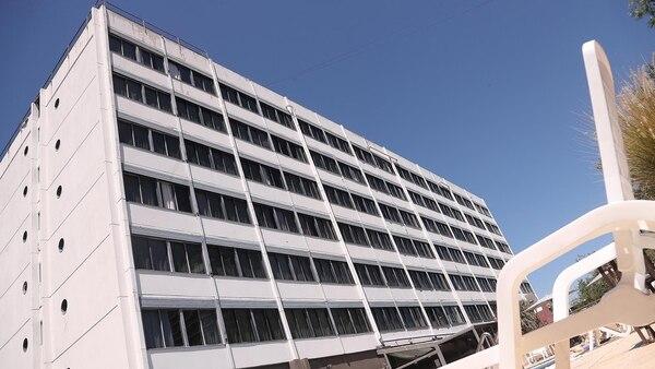 Vista del edificio desde la pileta (Marcelo Ruiz)