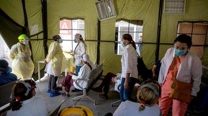 La ONG Médicos Unidos denunció que 468 trabajadores sanitarios murieron por COVID-19 en Venezuela