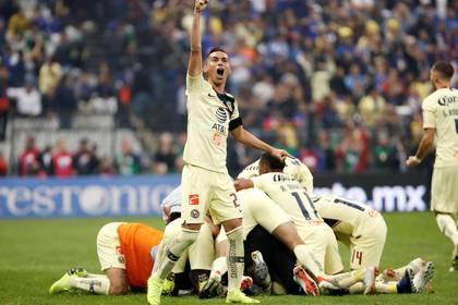 El padre de Aguilar pudo ver la mayor cantidad de éxitos de su hijo con la playera del América. (Foto: Edgard Garrido/Reuters)