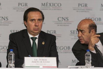 Tomás Zerón de Lucio, ex director de la Agencia de Investigación Criminal de la PGR y Jesús Murillo Karam, ex procurador General de la República.  (FOTO: ISAAC ESQUIVEL /CUARTOSCURO)