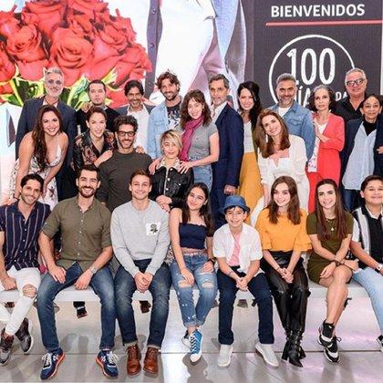 """El elenco completo de """"100 días para enamorarse"""" (Foto IG: David Chocarro)"""
