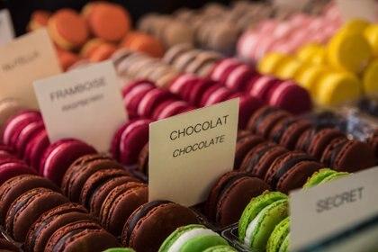 Los macaroons son dulces densos hechos con almendra y clara de huevo o con una pasta de almendra gruesa (Getty Images)