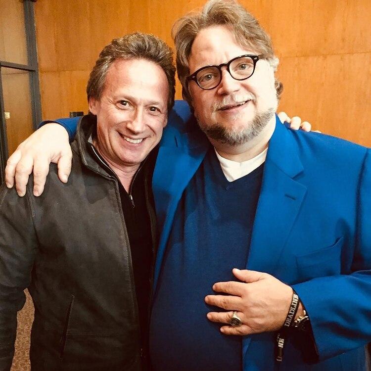 La imagen que compartió Bernie Hiller con el galardonado director Guillermo del Toro (@berniehiller)