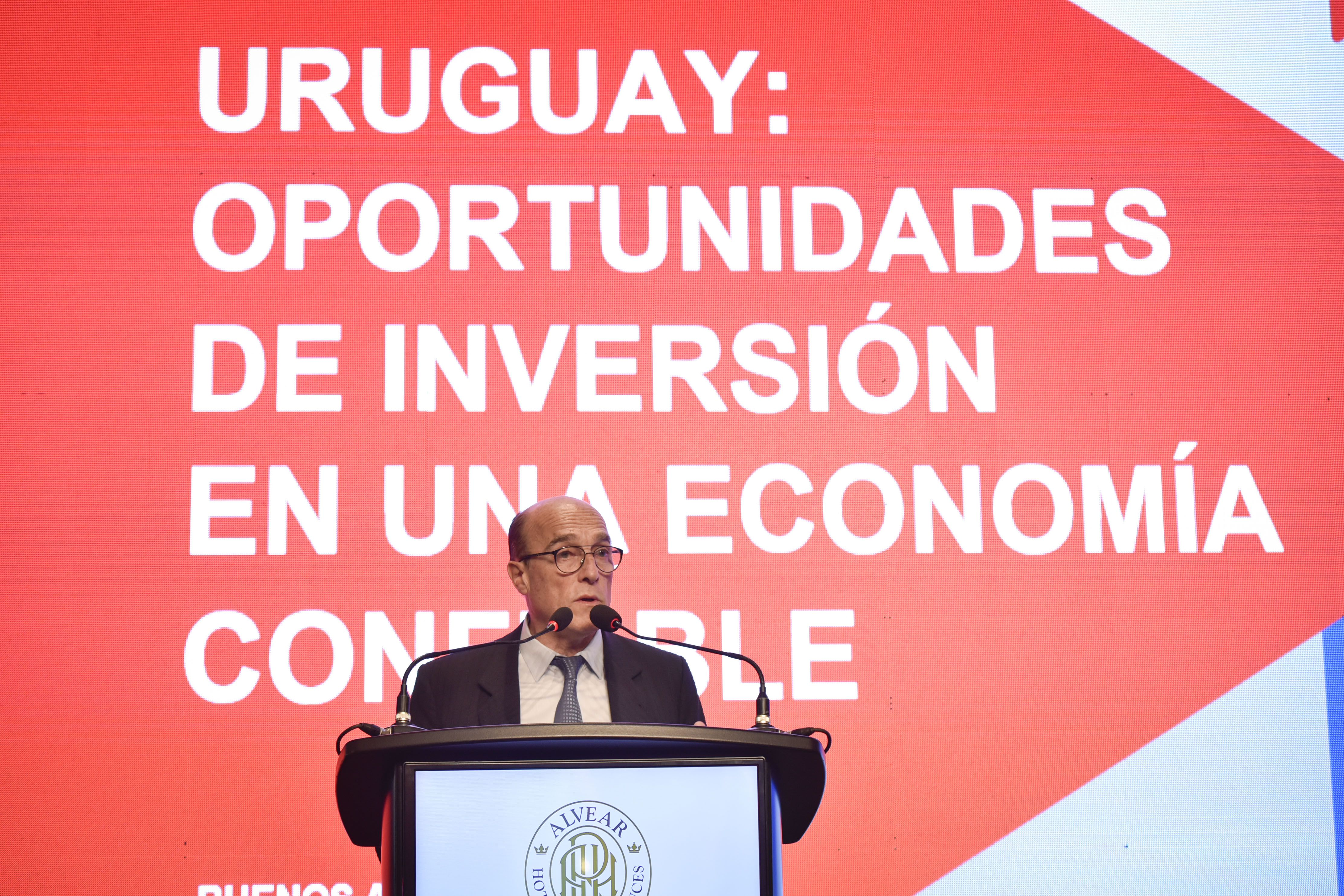 El candidato a presidente por el Frente Aplio, Daniel Martínez, durante su presentación en el Hotel Alvear de Buenos Aires (Guillermo Llamos)