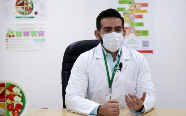 El doctor Diego Balcón Caro, Coordinador de Programas Médicos en la División de Promoción de la Salud, recomendó a la población trasladarse en automóvil particular en caso de salir de viaje (Foto: IMSS)