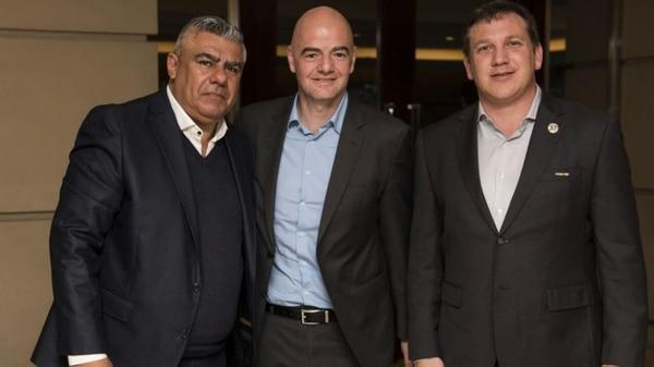 Claudio Tapia, Gianni Infantino y Alejandro Domínguez