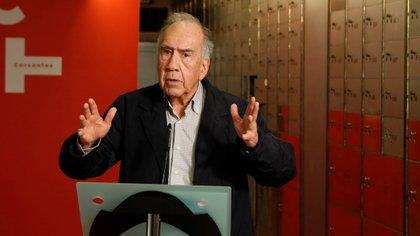El poeta catalán habla tras depositar su legado (EFE/Ballesteros)
